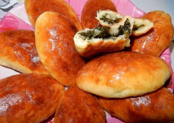 дрожжевые пирожки с щавелем в духовке