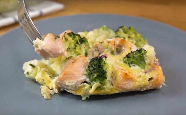 запеканка с лососем и брокколи